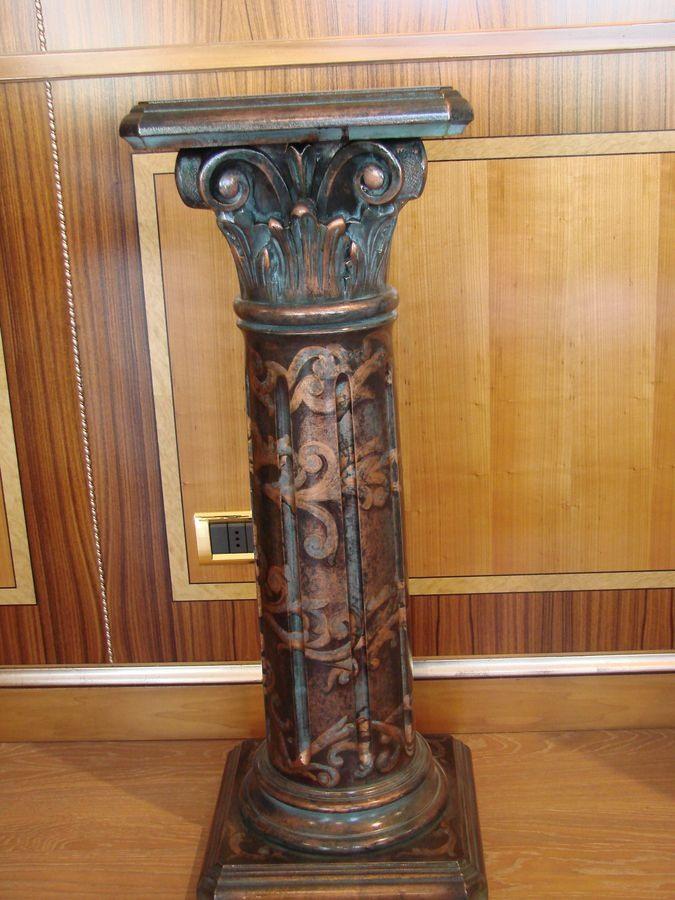 Art. 280, Colonne sculptée pour l'hôtel, décoré et laqué