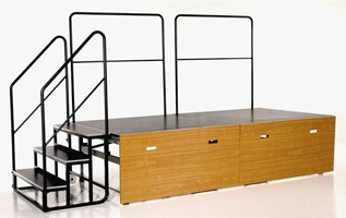 Centrefold, Pliante plate-forme sur roues, avec des marches et des mains courantes