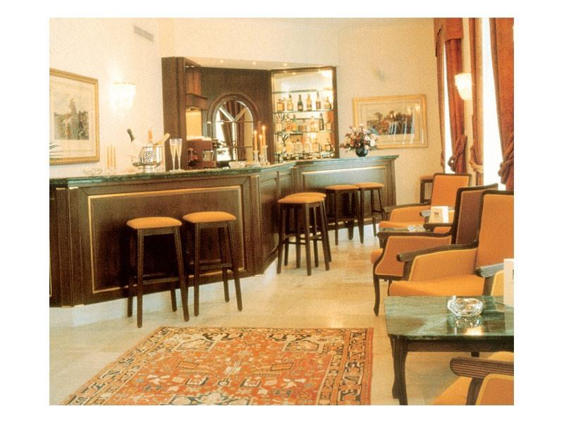 Collezione Kasteel Solhof, Comptoir bar sur-mesure, comptoir de bar avec dessus en marbre