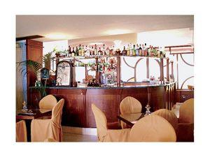 Regency Hotel 2, Fabriqué sur mesure comptoir de bar, de la structure de bois fin, dessus de marbre