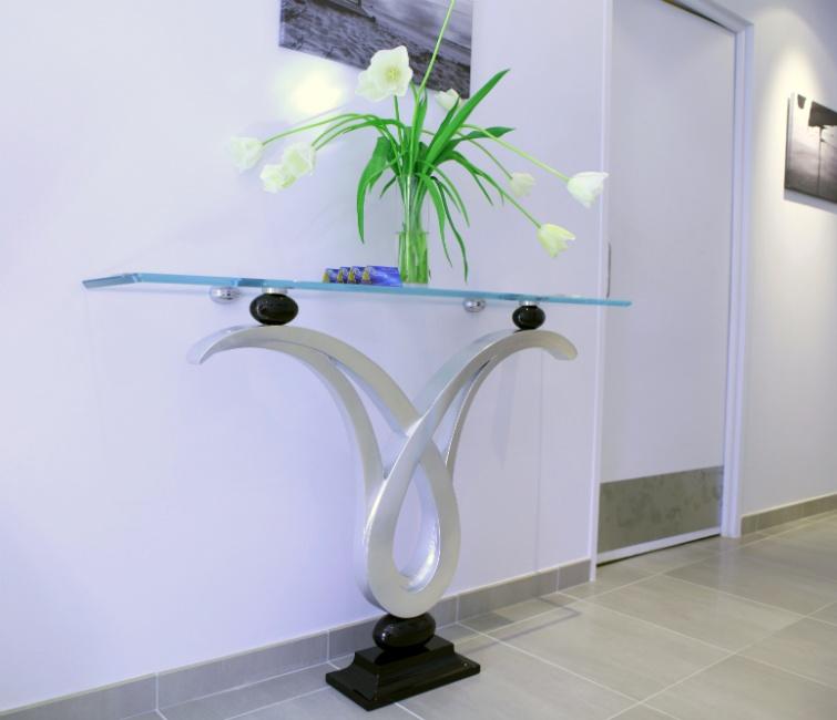 Zodiaco, Console avec plateau en verre, la structure avec finition à la feuille d'argent, pour le hall entrée ameublement