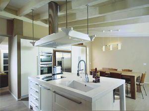 Gaia cuisine 113, Cuisine avec îlot et hotte décorative