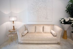 Ducale, Canapé classique recouvert de tissus précieux