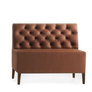 Linear 02452K, Canapé modular basse, pieds en bois, assise et dossier rembourrés capitonnè, revêtement en peau, style moderne