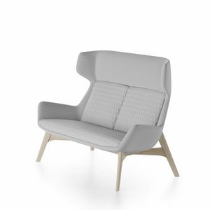 Magenta sofa, Canapé avec base en bois de frêne