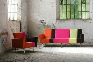 Max 2, Canapé avec combinaison de différentes couleurs et motifs
