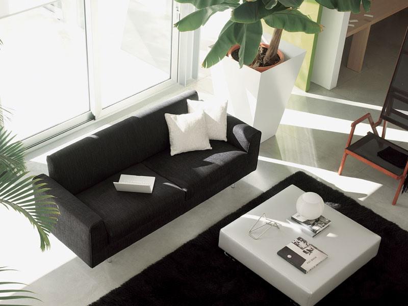 Step, Canapé moderne, gainé de cuir, pour un salon élégant