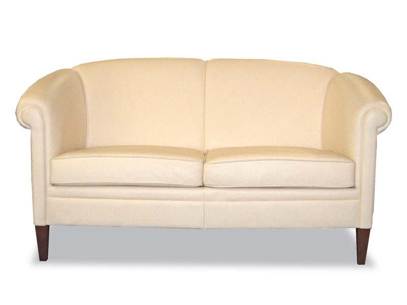 Helmond Sofa, Canapé de style classique, tapissé en cuir, pour la réception