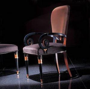 272P, Chaise avec accoudoirs décoratifs