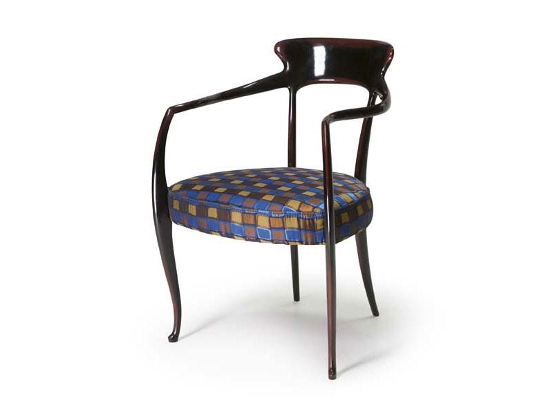 Art.191 armchair, Fauteuil en bois de hêtre avec siège rembourré, style classique