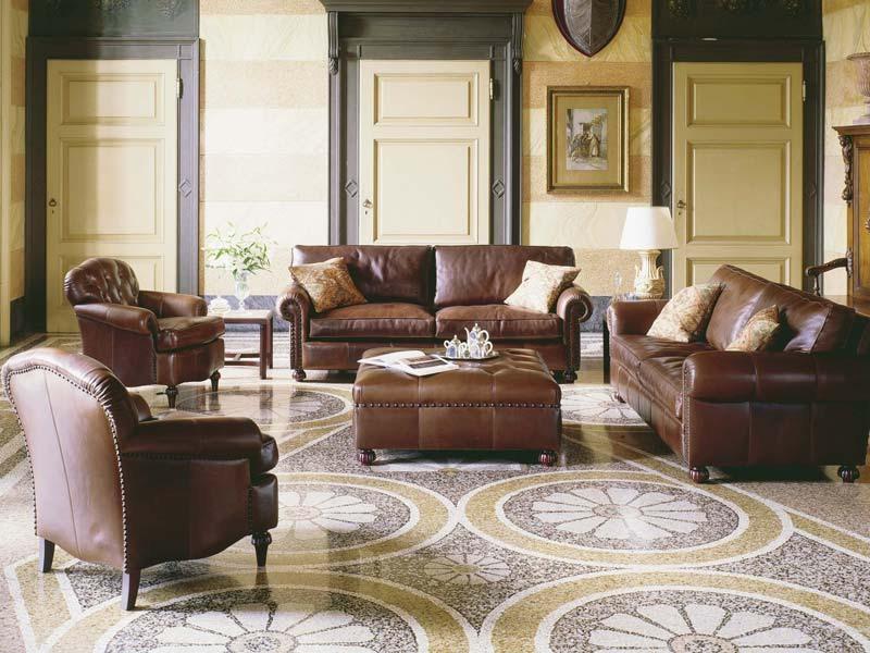 Caffè, Fauteuils avec une décoration luxueuse, pour les suites de l'hôtel