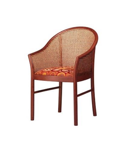 404, élégante chaise en bois de hêtre, de retour à la canne