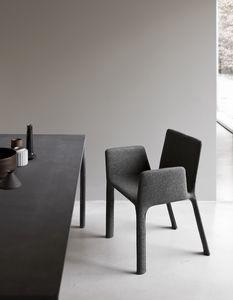 Joko with armrests, Fauteuil entièrement rembourré, pour restaurants