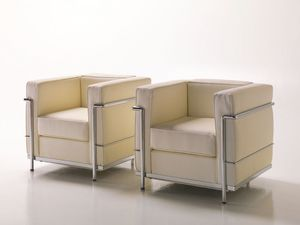 Dora, Fauteuil confortable en cuir, structure métallique visible