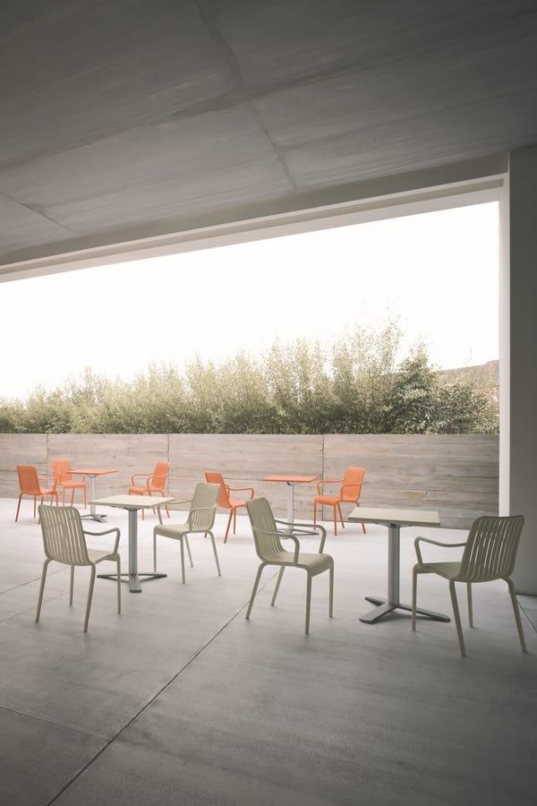 Open, Chaise empilable pour l'extérieur, avec des lattes verticales motif