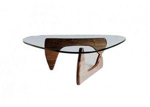 628, Table basse avec élégante base en bois