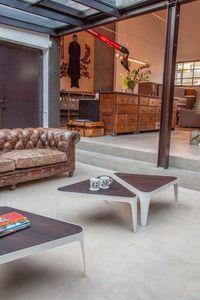 ADELE, Petites tables en métal, avec plateau en bois en forme