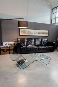 ALARIC, Table basse en verre, avec le porte-revues, pour salon