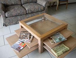 Jolly, Table basse en bois et en verre, tablettes escamotables, pour salon