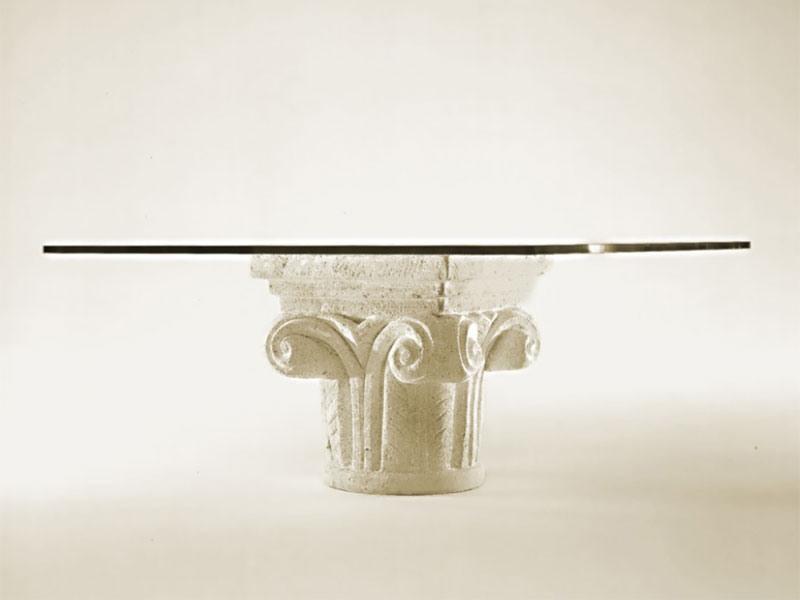 Medea, Table basse pour le salon, base de pierre