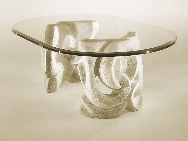 Prince, Table avec base en pierre et plateau en verre
