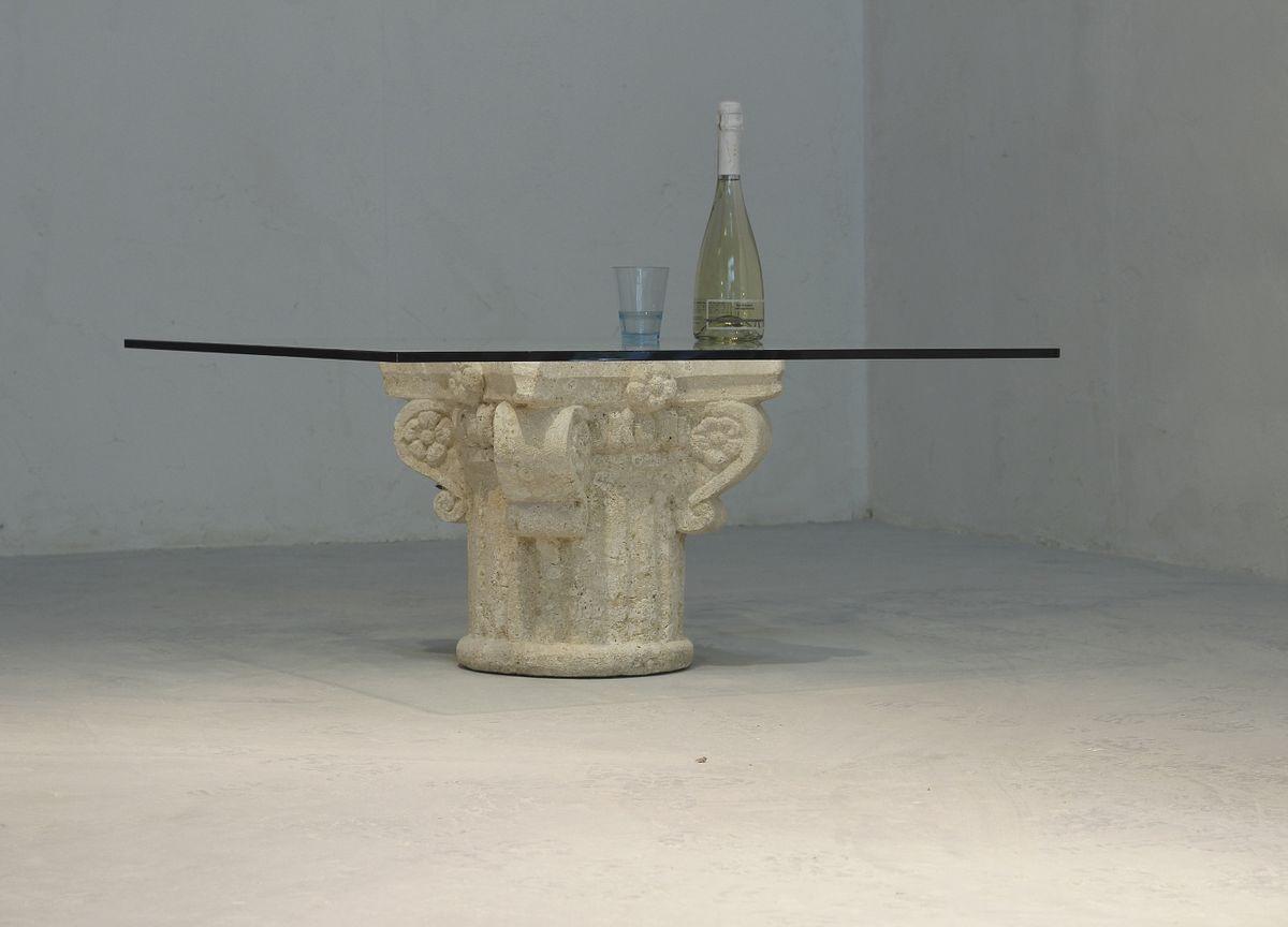 San Giorgio, Table basse avec plateau en verre, base en pierre décorée à la main