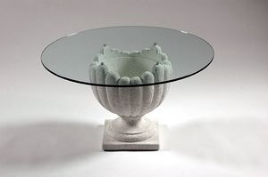 Atena, Table en pierre de style classique