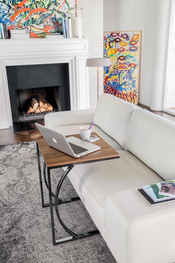 DETROIT, Table basse avec un design linéaire, en métal et en verre, pour la salle de lecture