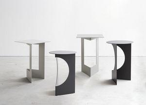 Duetto, Robuste petite table en tôle, plié et peint
