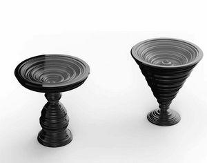 Frames Art. TB01, Tables d'appoint rondes avec une base particulière