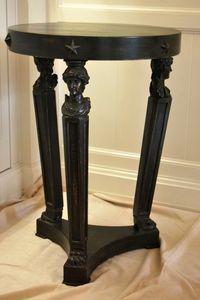 Petite table ART. TL0015, Round petite table néoclassique sur base triangulaire