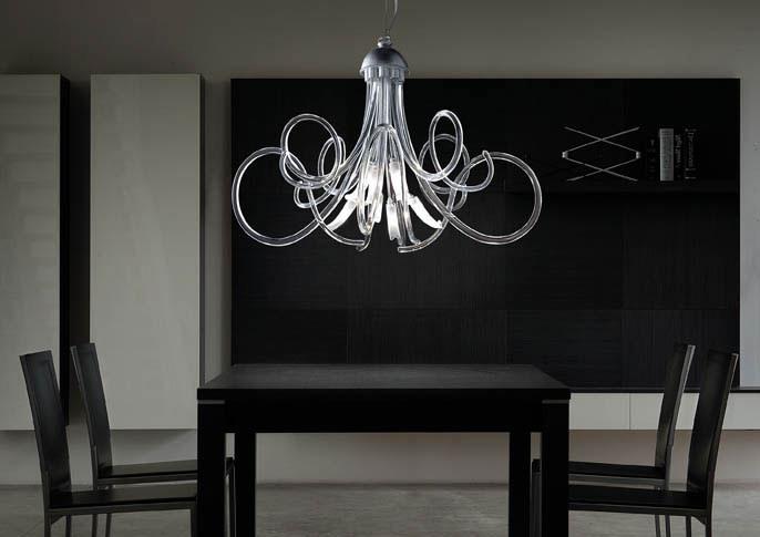 Chic chandelier, Lustre à armature métallique, spirale en verre de Murano