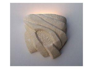 Nebio, Lampe de mur, en pierre sculptée