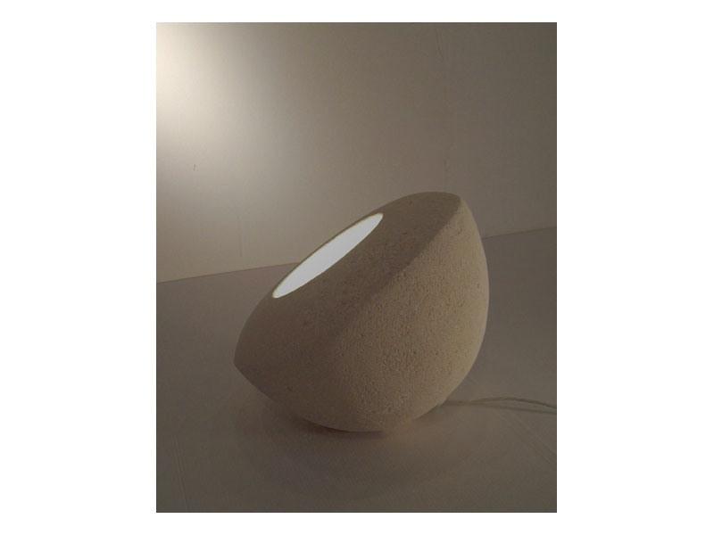 Oblo', Lampe pour sol ou une table, faite de pierre sculptée