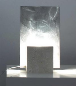Reflex Steel, Lampadaire en pierre, forme carr�e