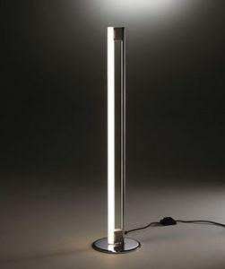 9, Lampadaire avec néon blanc