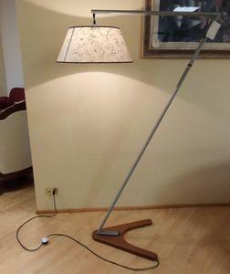 Lampadaire 02, Lampadaire avec base en bois