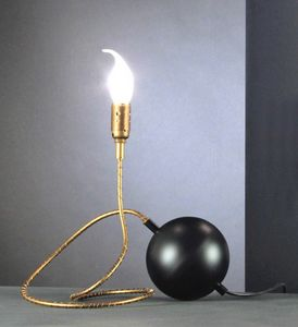 Art. TNT, Lampe de table en forme de balle dynamométrique