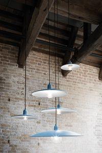 Lenti, Lampe suspendue en métal