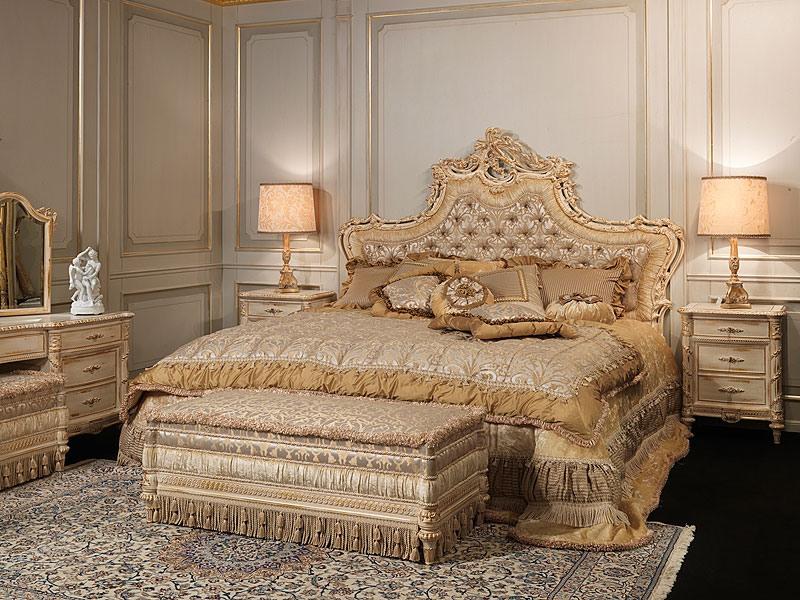 Art. 2001 bed, Lit de style classique, tête de lit rembourrée en soie, sculpté à la main