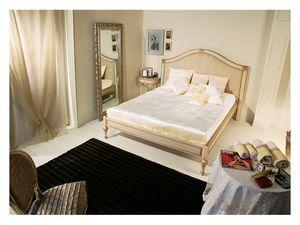 Art. 2010 Delyse, Lit en bois avec tête de lit décorée, pour une chambre classique