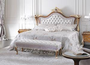 ART. 3050, Lit de style classique avec tête de lit décorée