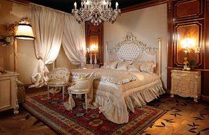 Art. 490, Magnifique lit avec colonnes sculptées
