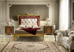 Impero lit, Lit avec tête de lit richement sculptée