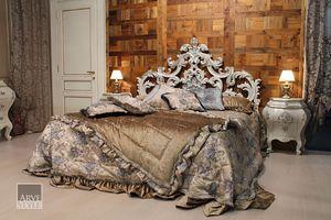 Letizia lit, Lit avec une magnifique tête de lit sculptée