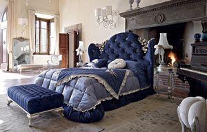 Mafalda lit, Lit classique avec rembourrage capitonné et sculptures en argent