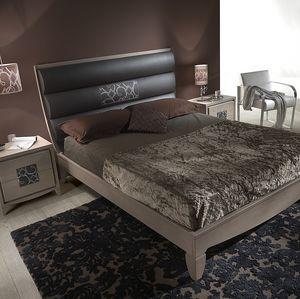 ST 715, Le bois de frêne et de lit en cuir avec insert brodé