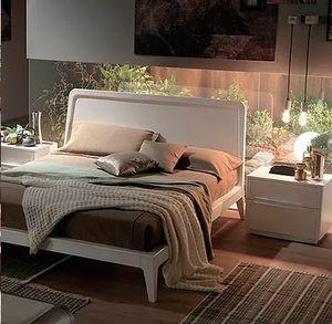 Simple, Lit en bois au design essentiel