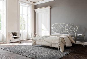 Floris, Lit avec tête de lit décorée en fer
