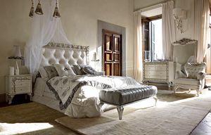 Angelica lit, Lit avec tête de lit capitonnée et un cadre précieux sculpté